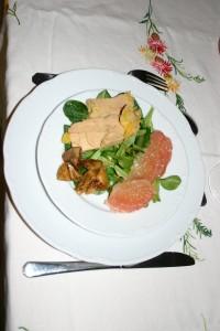 Foie gras mi-cuit et salade mixte