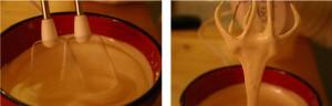 Battre les jaunes avec le sucre jusqu'à ce que le mélange blanchisse et épaississe